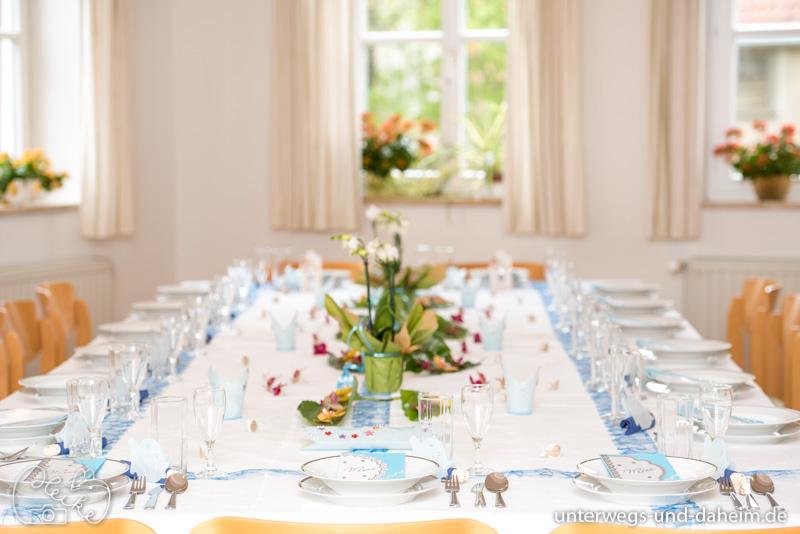 Tisch dekorieren zur Kommunion