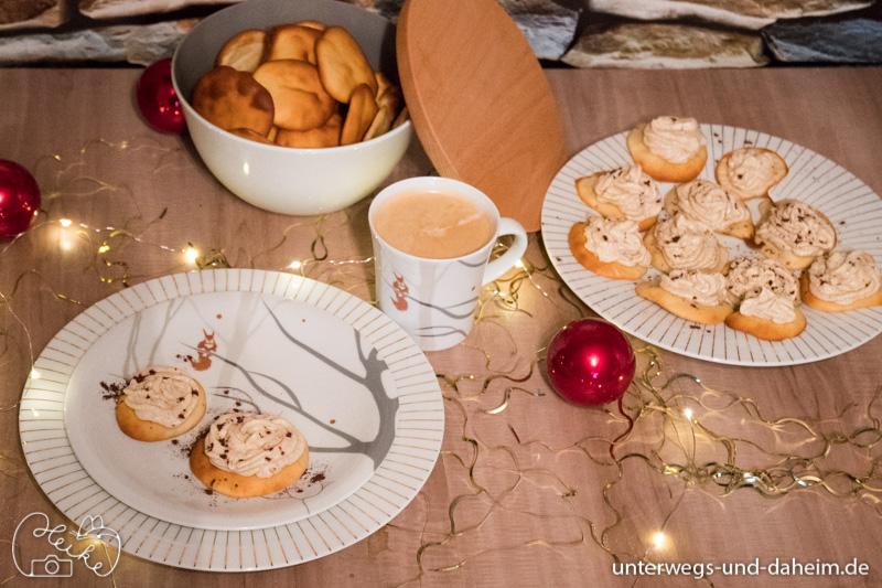 Low Carb Mandeltaler mit Lebkuchencreme auf wunderschönem Kahla Geschirr